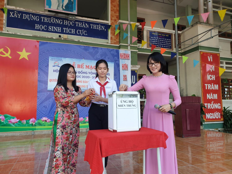 """Trường THCS Nguyễn Văn Cừ: Phát động ủng hộ, quyên góp """"Vì Miền Trung thân yêu"""""""